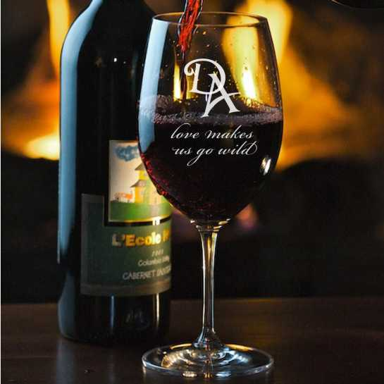wineglasseswithinitialsaclassicpairofwineglassthat