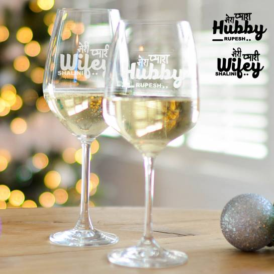 Hindi Text on Wine Glass Set