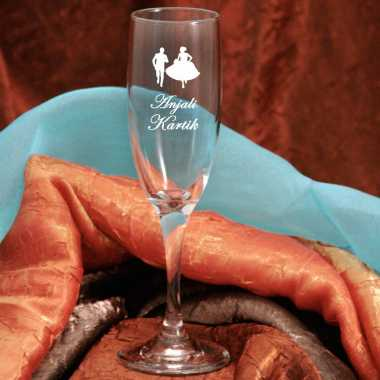 Personalized Champagne Flutes for Weddings
